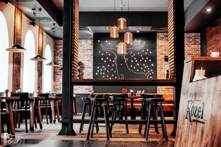интерьер ресторана мебель на заказ металлическое панно с подсветкой